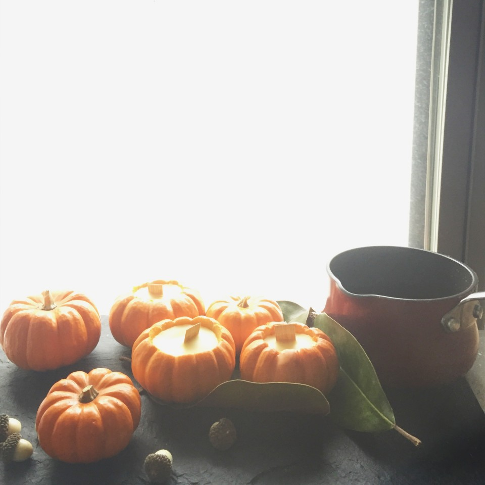 window lit pumpkins